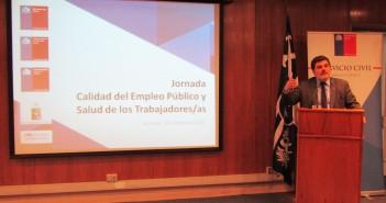 Subsecretario de Salud Pública, Jaime Burrows, durante su intervención